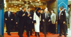 1987-koeniglicher_Besuch_01-768x401